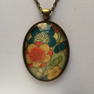 3 x 4cm glass cabochon pendant 24 inch zinc alloy chain and tray